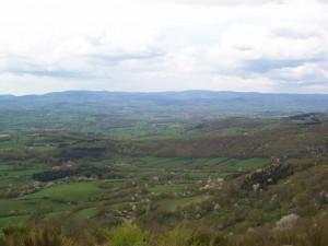 Vallée de l'arroux vue de la colline d'Uchon. En arrière-plan les monts du Morvan